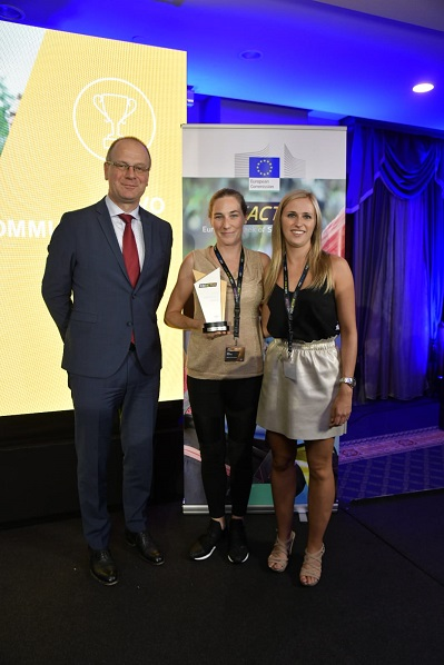 Commissioner Tibor Navracsics (left) with Suzan Maertens (center) and Stephanie Dommekragt (right) from Davo Communication, Belgium – Winner of the #BeActive Workplace Award.
