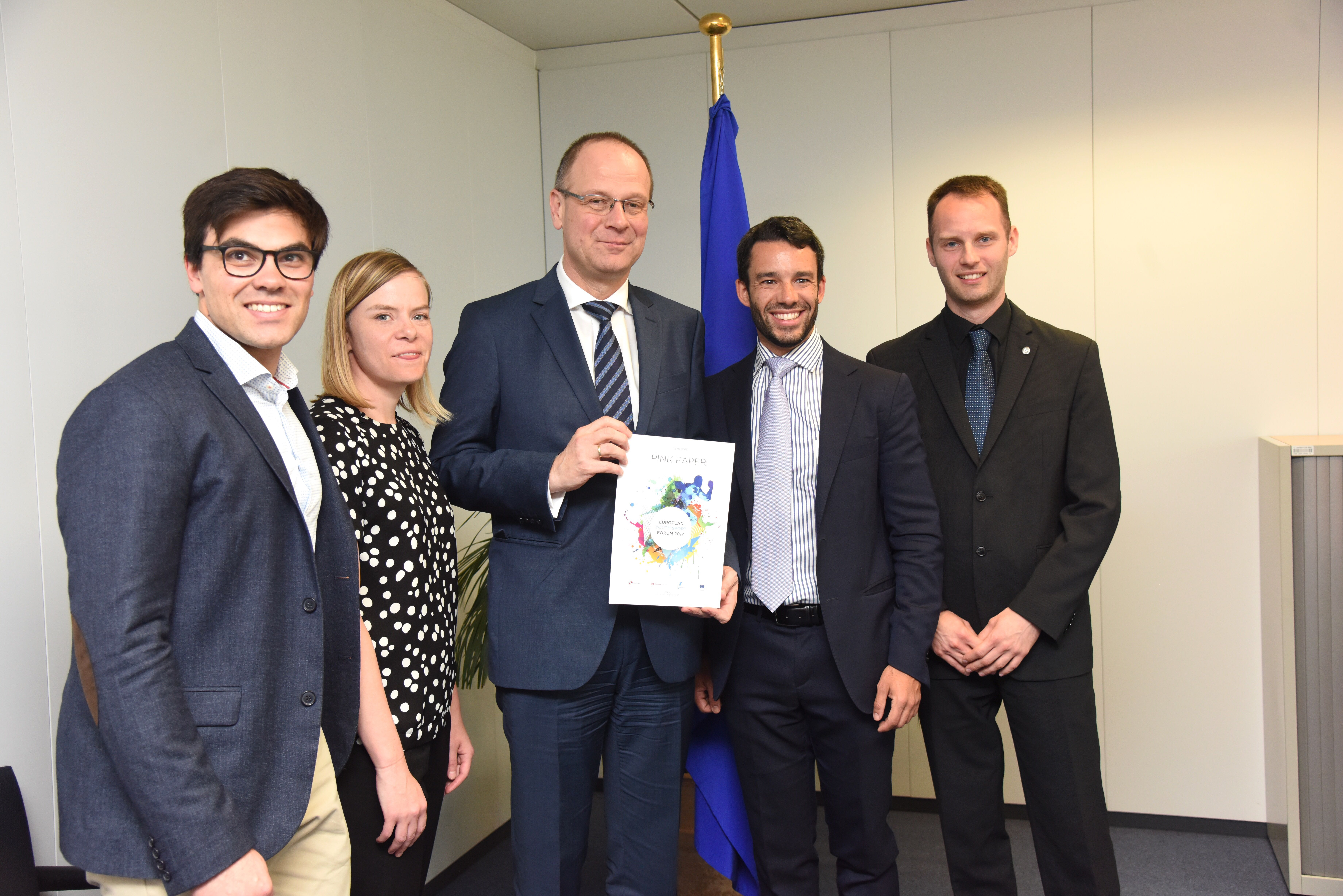 Commissioner Navracsics receives proposals from young people in the field of sport