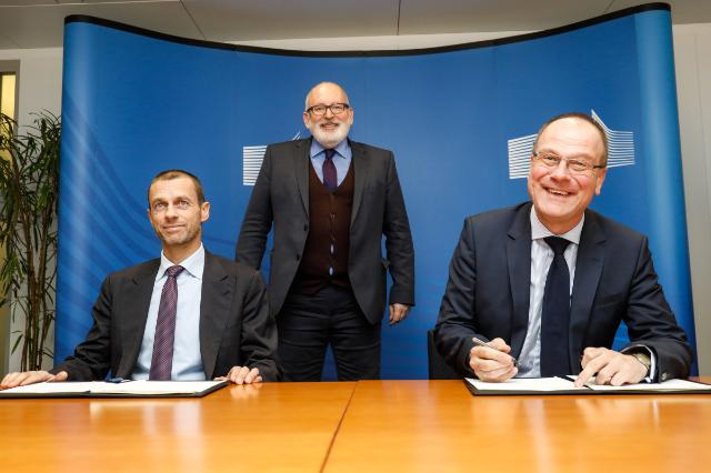 Commissioner Navracsics signs an agreement with UEFA